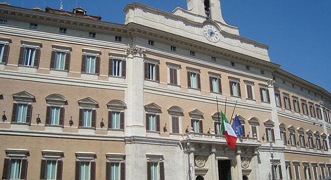 800px-Palazzo_Montecitorio