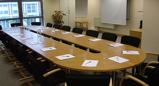 conference-room-with-round-table-1024x768